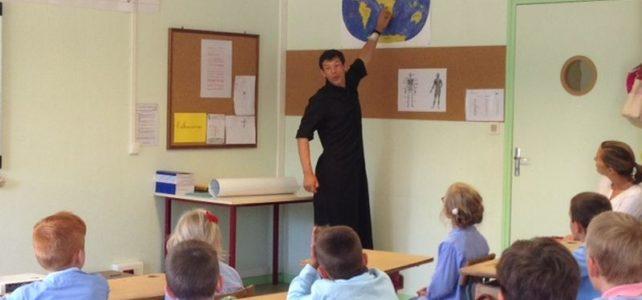 Visite du père Pierre de la Bigne, missionnaire