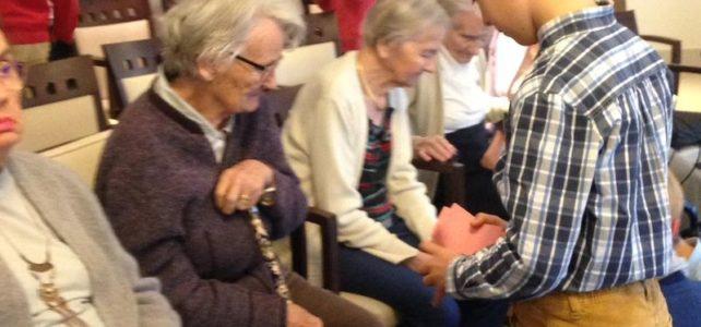 Les CM en visite à la maison de retraite